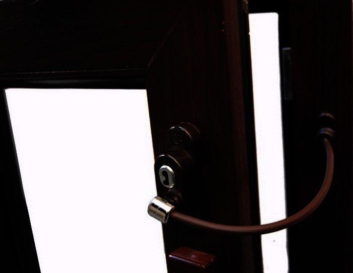Віконний обмежувач з тросом Penkid коричневий