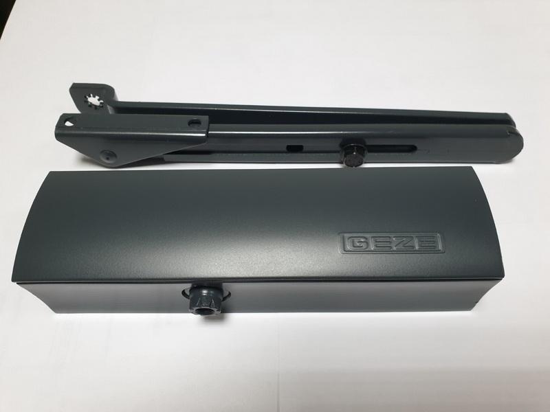 Доводчик GEZE TS 2000 с фиксацией антрацит RAL 7016