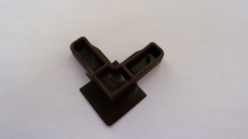 Угол соединительный 10х30 коричневый