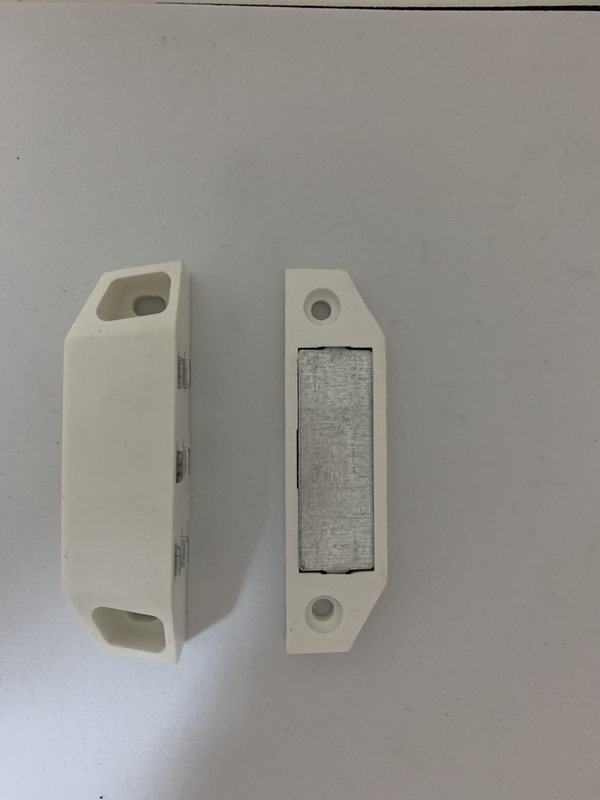 Защелка-магнит для дверной москитной сетки